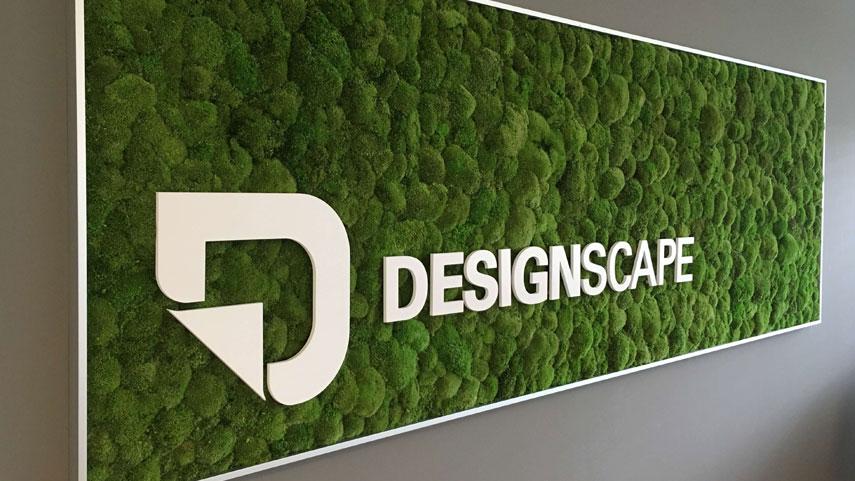 Akrylátové Logo DESIGN SCAPE na kopečkovém mechu